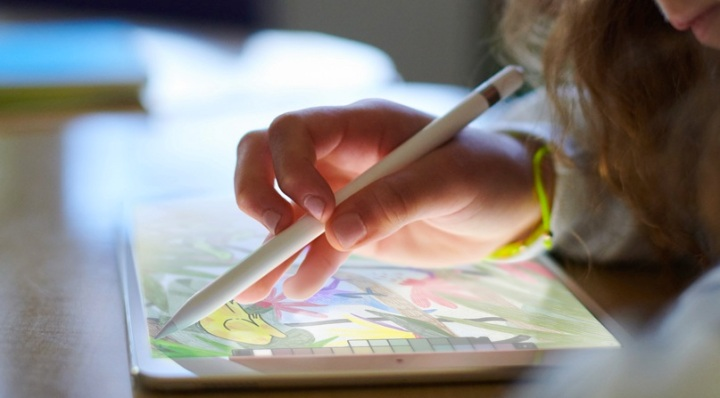 9.7-inch iPad with Apple Pencil Support